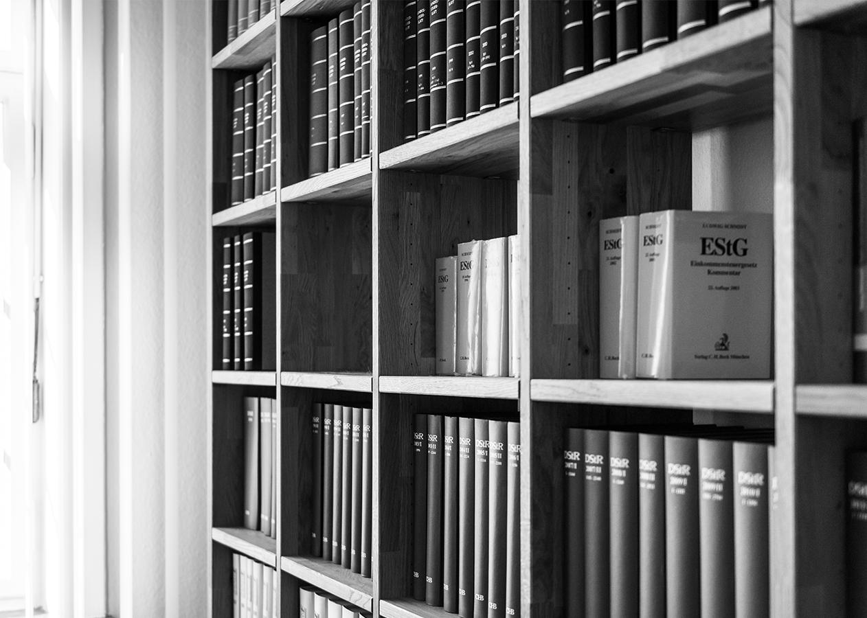 Schäche Schmitz Schaeche schächeschmitz schaecheschmitz Bernhard Schäche Heike C. Schmitz Hannover Steuer Steuerberatung Kanzlei Beratung Buchhaltung Startup Digital Datev Unternehmen Fernbetreuung Leistung Eindruck Stimmung Büro Regal Gesetz Buch